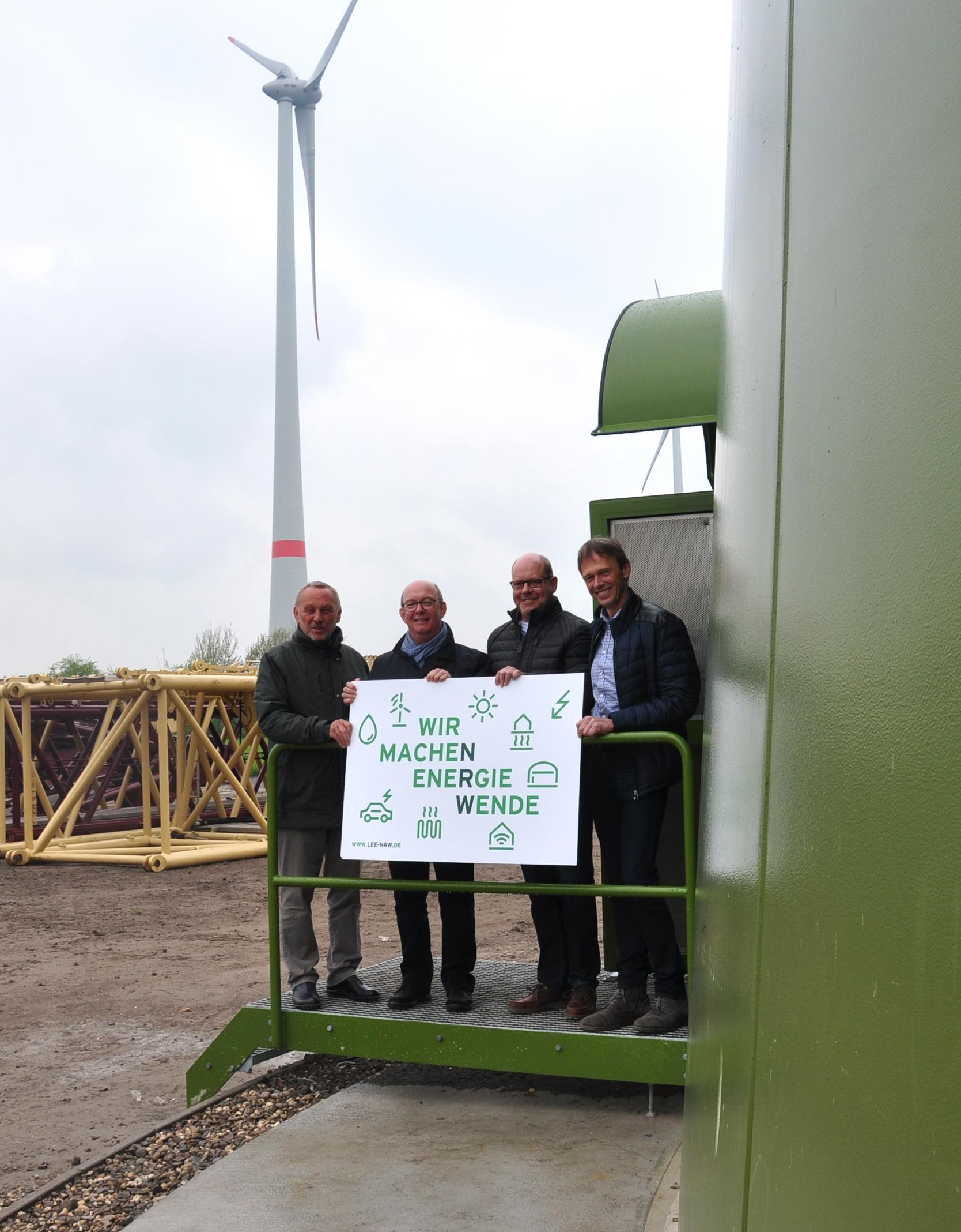 Reiner Priggen (Vorsitzender des LEE NRW), Norbert Meesters MdL NRW), Theo Lemken (Geschäftsführer Stiftung Lühlerheim), Klaus Schulze Langenhorst (Geschäftsführer SL NaturEnergie)